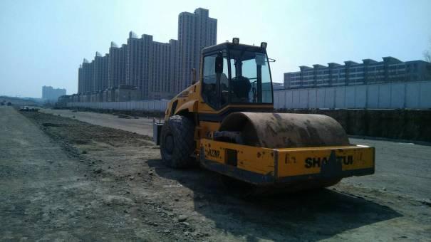 新疆乌鲁木齐市出租山推机械式22吨SR20MP单钢轮压路机