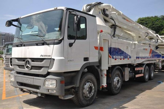 湖南长沙市出租中联重科53-56米奔驰56M泵车