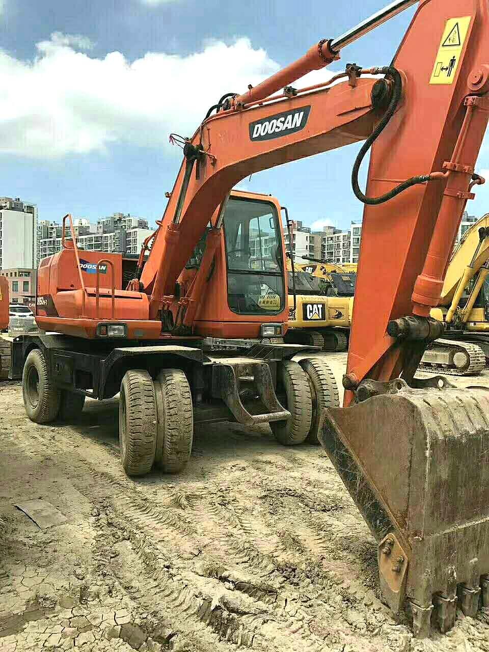 河南信阳市30万元出售斗山通用型通用型DH150W轮式挖掘机