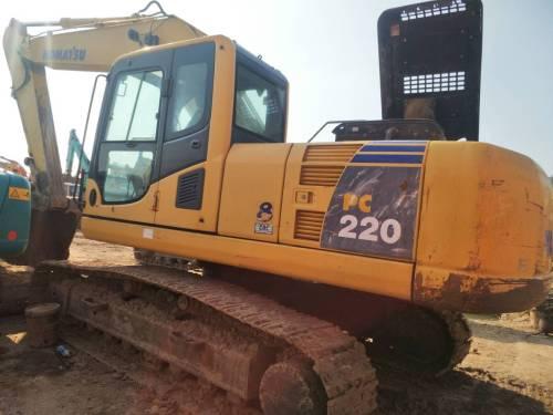 浙江杭州市39万元出售小松中挖PC220挖掘机