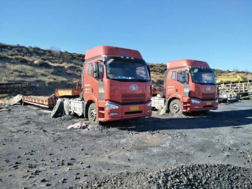 内蒙古鄂尔多斯市31万元出售青岛解放336马力以上12档解放载货车