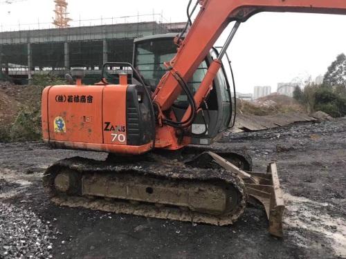 广西桂林市23.5万元出售日立小挖ZX70挖掘机
