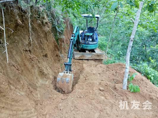 海南琼中7.8万元出售小松迷你挖PC56挖掘机