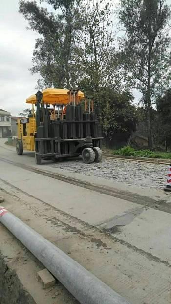 重庆出租多锤头破碎机水泥路面破碎机许经理租赁施工-13805349761.破碎镐