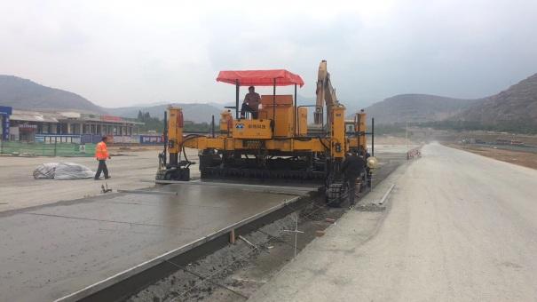 西藏拉萨市出租四明科技滑模式SMC5000水泥摊铺机