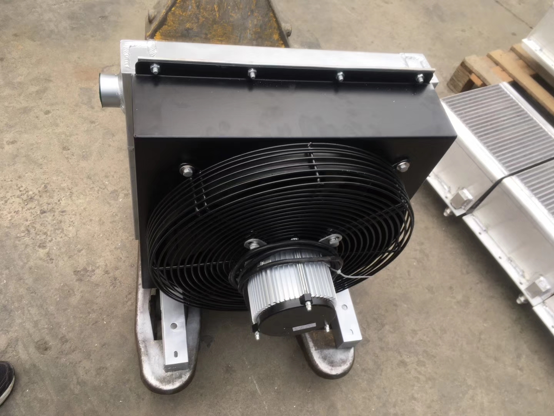 为工程机械配套的油散热器 水散热器及中冷器。广泛适用于挖掘机 、泵车、起重机、 钻机、压路机 、摊铺