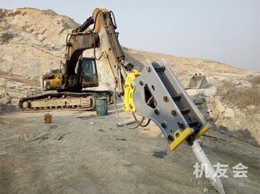 全新挖掘机破碎锤!40-210型号齐全!能配上各种吨位挖掘机!价格3700起!
